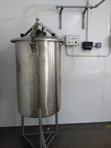 Milk transfer tank